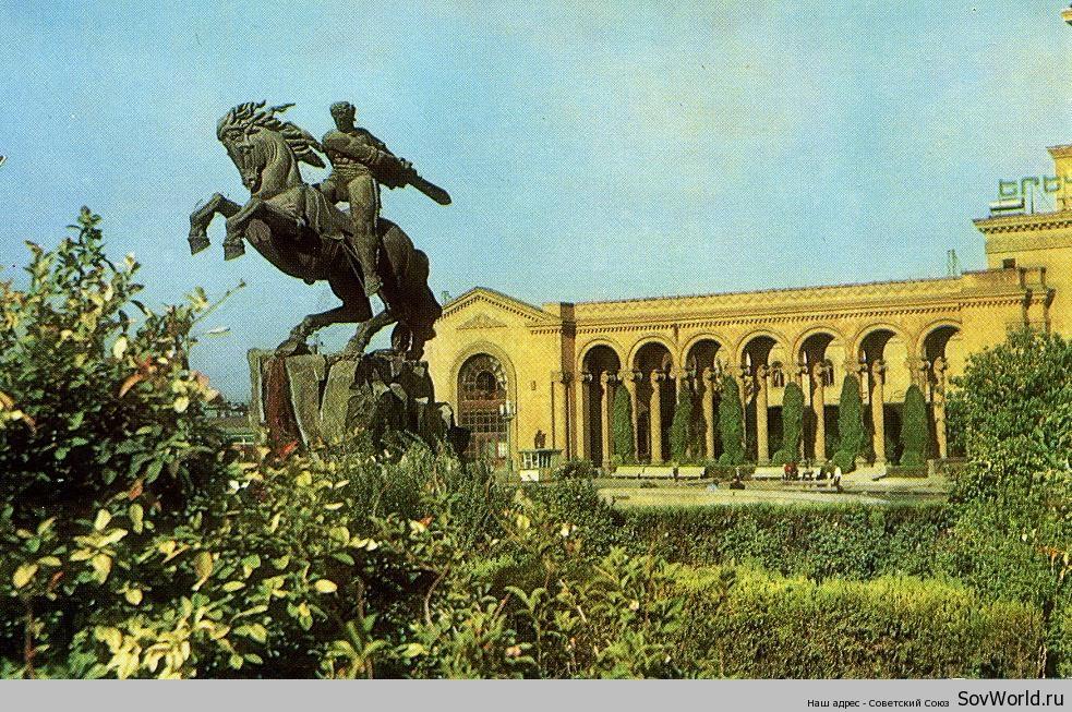 1971.-Ереван.-Вокзал.-Памятник-Давиду-Сасунскому-о27
