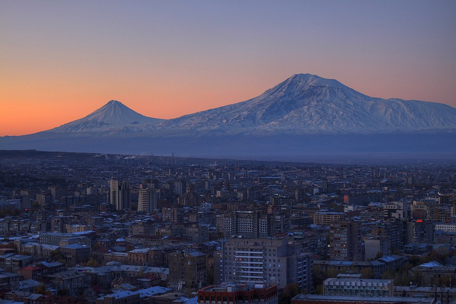 Ереван и Арарат (Фото Serouj Ourishian)