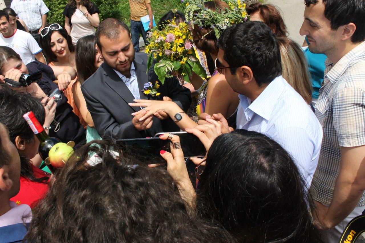 Импровизированная традиционная армянская свадьба, Цахкадзор, Армения