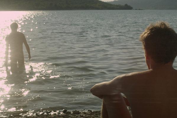 "Кадр из фильма ""Незнакомец на озере"""