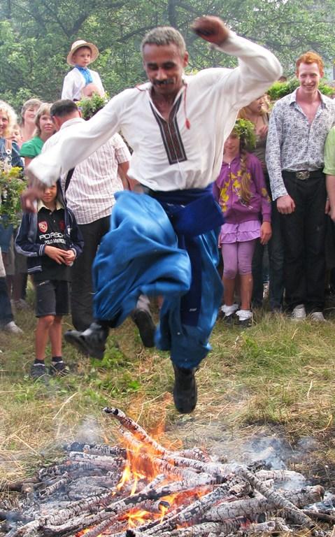 Алина Мигидюк. Праздник Ивана Купала. Ритуальные прыжки через костер