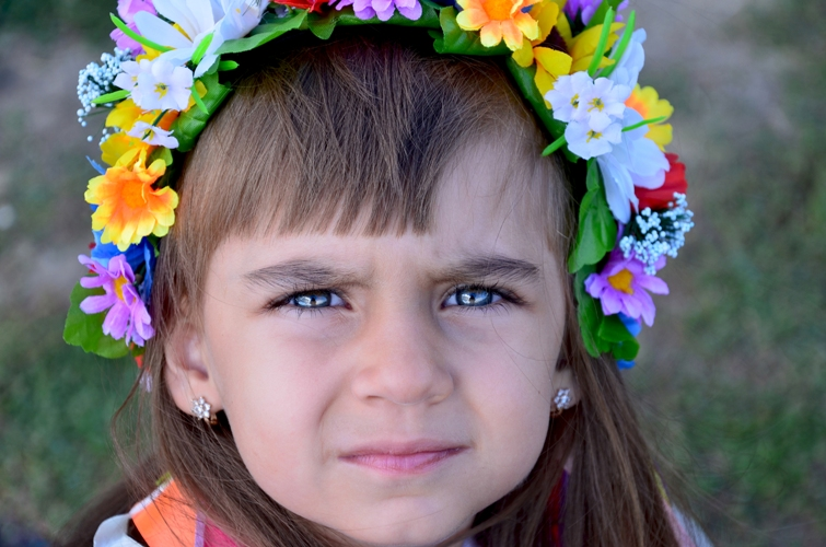 Марьяна Воронюк. Взгляд в будущее. На фото маленькая девочка с большим сердцем и верой в здоровое будущее - Яна Ива