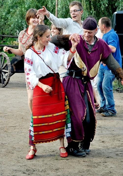 Олеся Брязгунова. Украиночка и польский солдат: речь народного танца понятна всем
