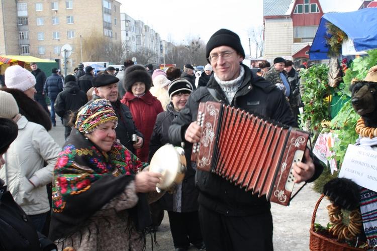 Михаил Пилипченко. По давней традиции ни одно народное гуляние не обходится без гармониста