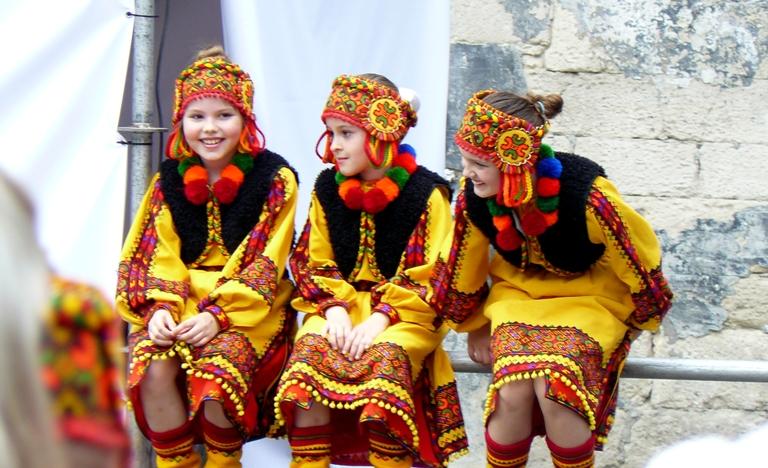 Рената Аполонова. Девочки из детского танцевального коллектива, Львов
