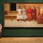Смотрительницы музеев как часть выставки