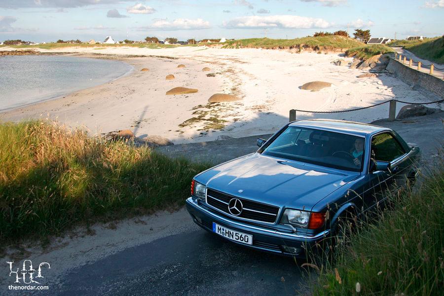 Mercedes-Benz-560-SEC-f900x600-F4F4F2-C-3f975cfc-248375
