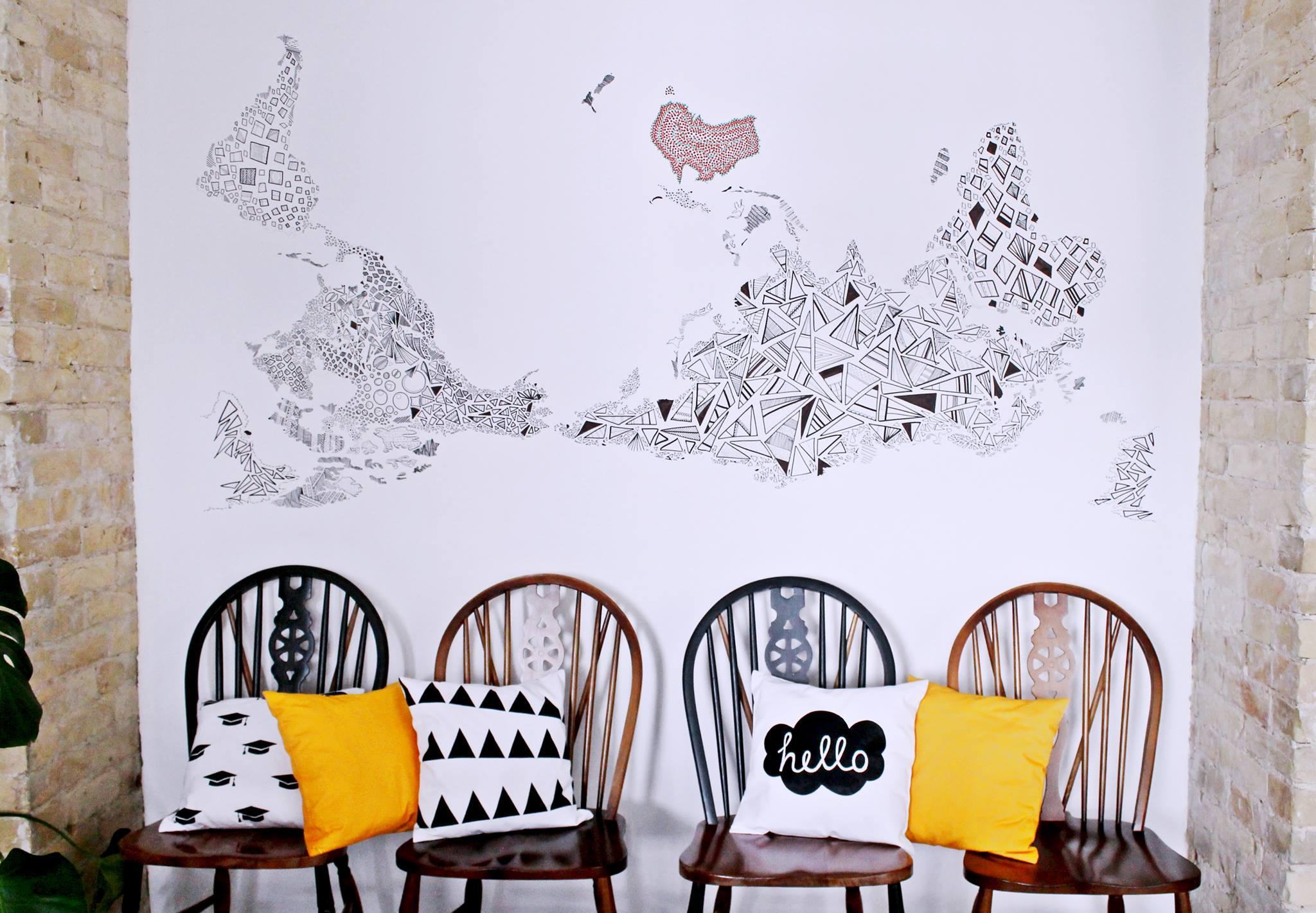 Оформление стен в кофейне First Point